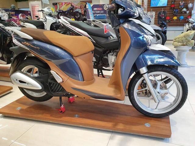 Giá Honda SH đắt khách tăng mạnh, Yamaha ế ẩm hạ giá chênh - Ảnh 1.