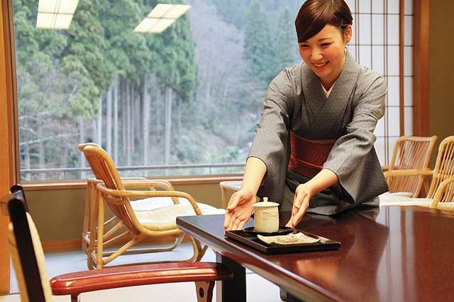 Bức tranh chân thực về phụ nữ Nhật Bản: Từ bé đã bị coi thường, đến khi lấy chồng cũng chẳng được đối xử đúng nghĩa như một người phụ nữ - Ảnh 4.nguoidentubinhduong.com