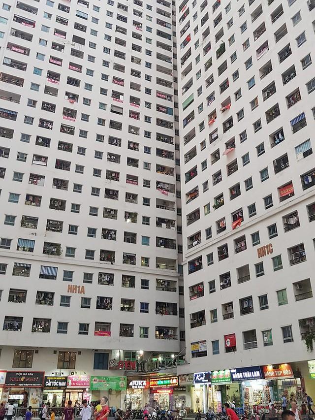 'Làn sóng' băng rôn đòi sổ hồng ở chung cư HH Linh Đàm - Ảnh 2.
