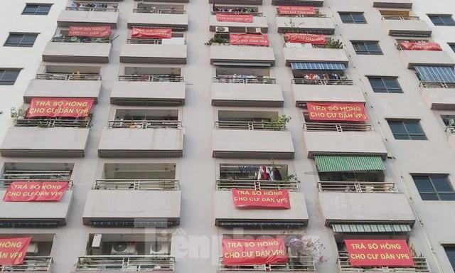 'Làn sóng' băng rôn đòi sổ hồng ở chung cư HH Linh Đàm - Ảnh 11.
