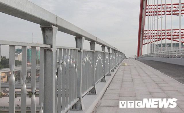 Cận cảnh cây cầu độc đáo hình cánh chim biển sắp thông xe ở Hải Phòng - Ảnh 11.
