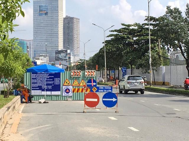 Rào đường để cứu rốn ngập Nguyễn Hữu Cảnh - Ảnh 3.