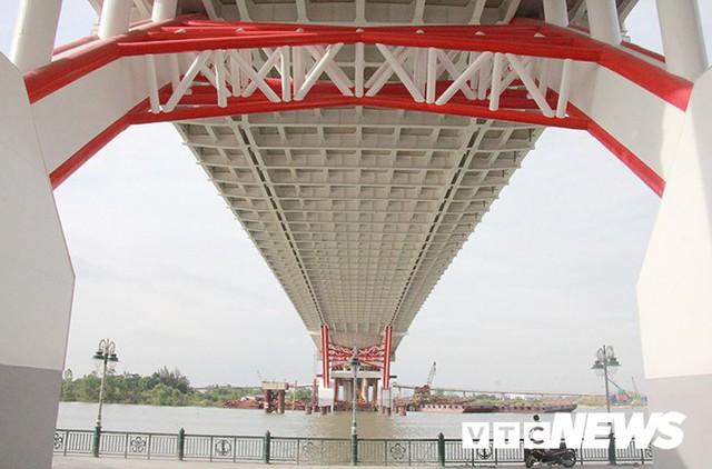Cận cảnh cây cầu độc đáo hình cánh chim biển sắp thông xe ở Hải Phòng - Ảnh 4.