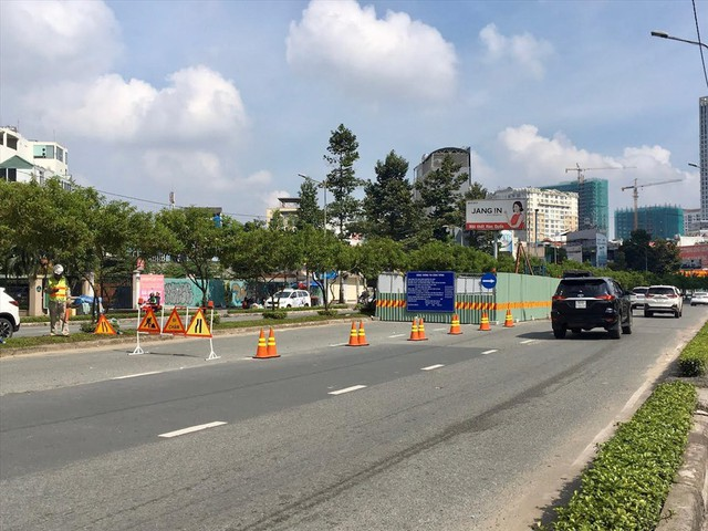 Rào đường để cứu rốn ngập Nguyễn Hữu Cảnh - Ảnh 8.