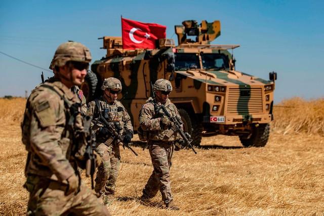 Bán mạng cho Mỹ trong cuộc chiến chống IS, người Kurd đang bị ông Trump phản bội trên đất Syria - Ảnh 1.