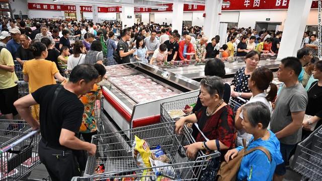 Lợn đột biến khổng lồ 700kg, giải cứu khủng hoảng Trung Quốc - Ảnh 2.