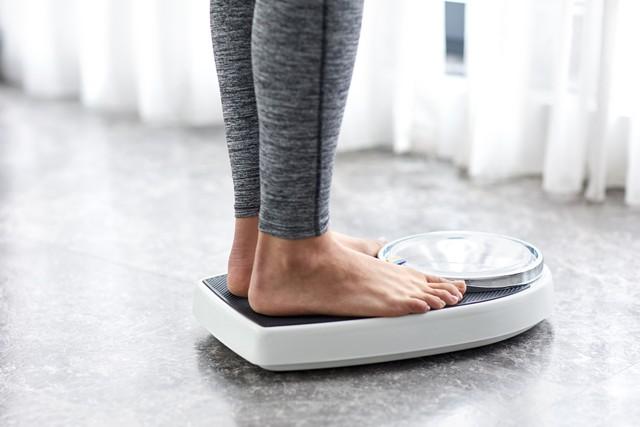 10 cách giảm huyết áp ngay tại nhà, đơn giản ai cũng có thể làm theo để đẩy lùi bệnh tật - Ảnh 3.