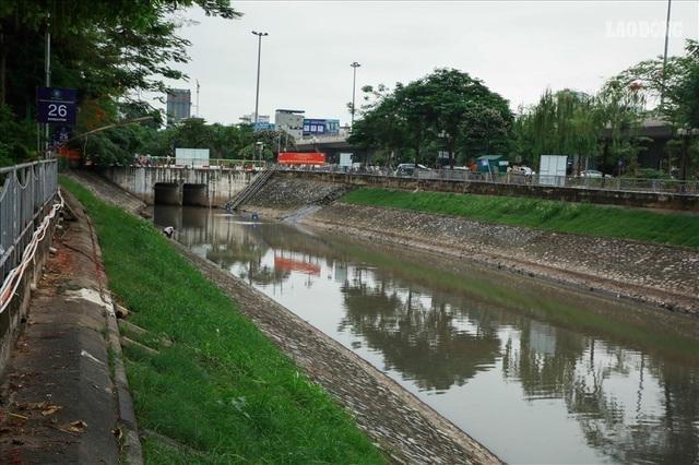 Chính thức tháo dỡ hệ thống thí điểm làm sạch sông Tô Lịch - Ảnh 1.
