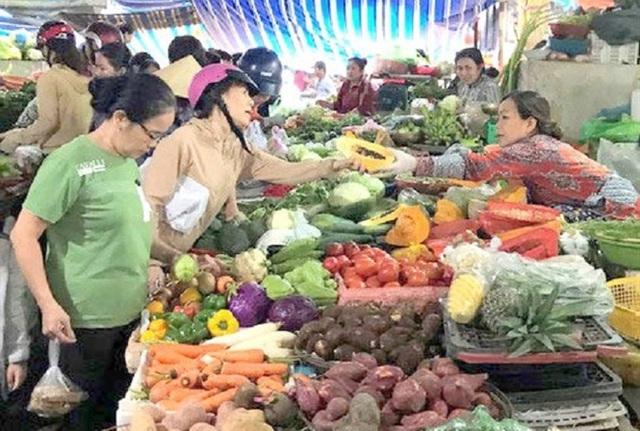 Tất cả các mặt hàng trong vùng bão Bình Định đồng loạt cháy hàng - Ảnh 1.