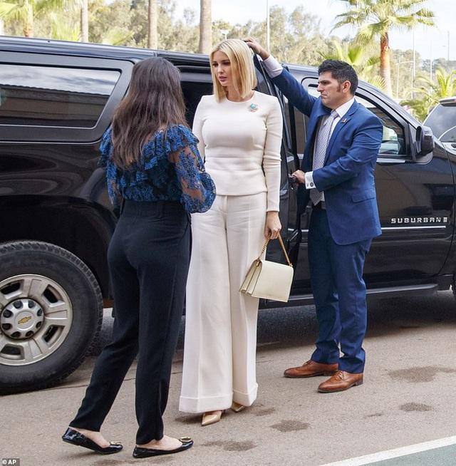 Đến nữ thần Ivanka Trump cũng không thoát khỏi sự nghiệt ngã của thời gian, để lộ vẻ xuống sắc, già nua cùng những chi tiết kém sang - Ảnh 4.
