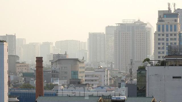 Hà Nội lại chìm trong ô nhiễm, khuyến cáo người dân hạn chế ra đường - Ảnh 1.