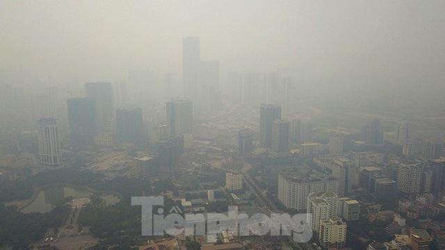 Hà Nội lại chìm trong ô nhiễm, khuyến cáo người dân hạn chế ra đường - Ảnh 3.