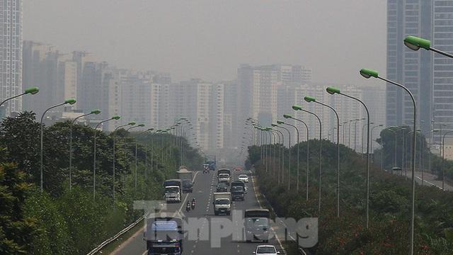 Hà Nội lại chìm trong ô nhiễm, khuyến cáo người dân hạn chế ra đường - Ảnh 6.