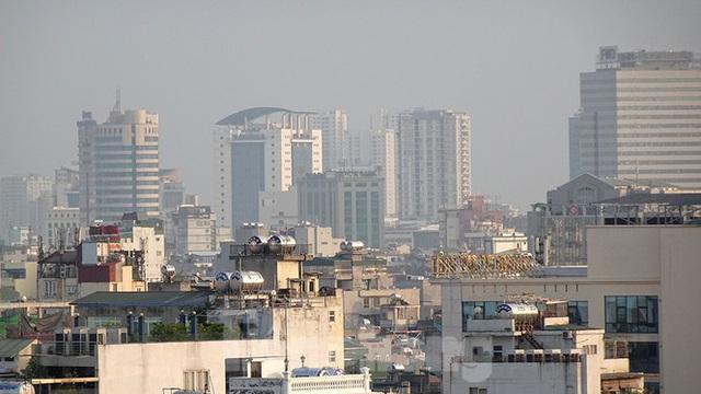 Hà Nội lại chìm trong ô nhiễm, khuyến cáo người dân hạn chế ra đường - Ảnh 9.