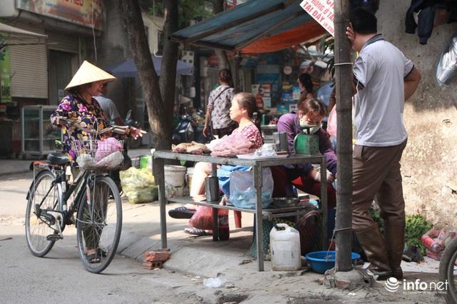 Người mua, kẻ bán tấp nập trở lại trên con ngõ nhỏ cạnh Nhà máy Rạng Đông - Ảnh 11.