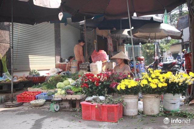Người mua, kẻ bán tấp nập trở lại trên con ngõ nhỏ cạnh Nhà máy Rạng Đông - Ảnh 16.