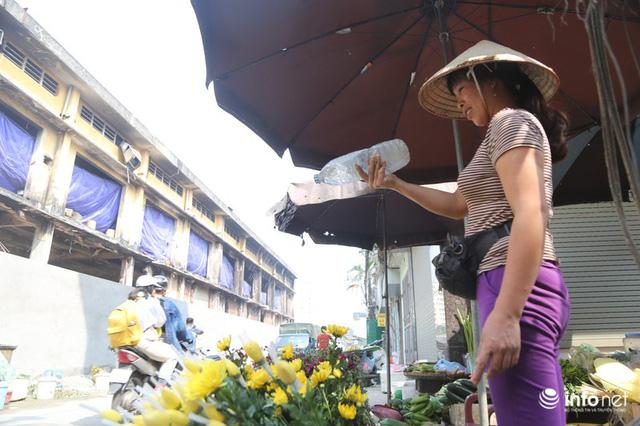 Người mua, kẻ bán tấp nập trở lại trên con ngõ nhỏ cạnh Nhà máy Rạng Đông - Ảnh 17.