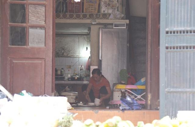 Người mua, kẻ bán tấp nập trở lại trên con ngõ nhỏ cạnh Nhà máy Rạng Đông - Ảnh 19.