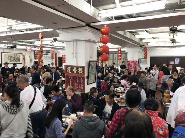 Có thể bạn chưa biết: Ngồi ăn với người xa lạ hay văn hóa ghép bàn là chuyện rất đỗi bình thường ở Hồng Kông - Ảnh 3.