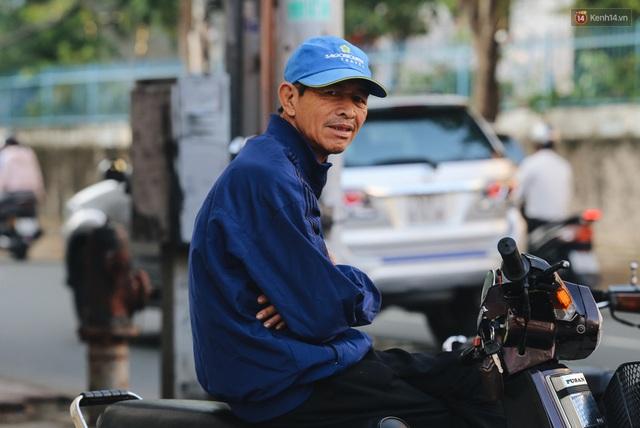 Chùm ảnh: Sài Gòn bất chợt se lạnh như trời Đà Lạt, người dân thích thú mặc áo ấm và choàng khăn ra đường - Ảnh 8.