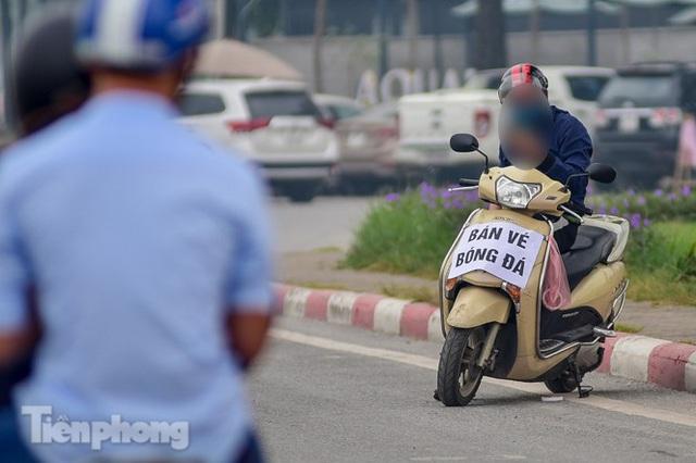 Trước trận Việt Nam - UAE: Chợ đen náo nhiệt, giá vé vẫn cao gấp 4 lần - Ảnh 10.
