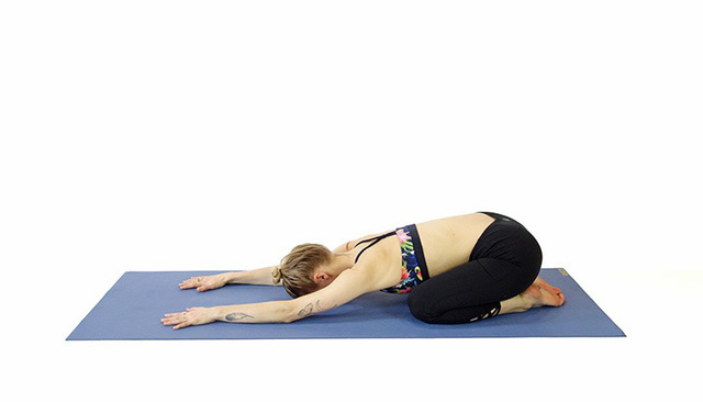 Không phải ngẫu nhiên mà 7 tư thế yoga này lại phổ biến đến độ ai mới tập cũng biết: Tập đơn giản mà hiệu quả lại không ngờ! - Ảnh 4.