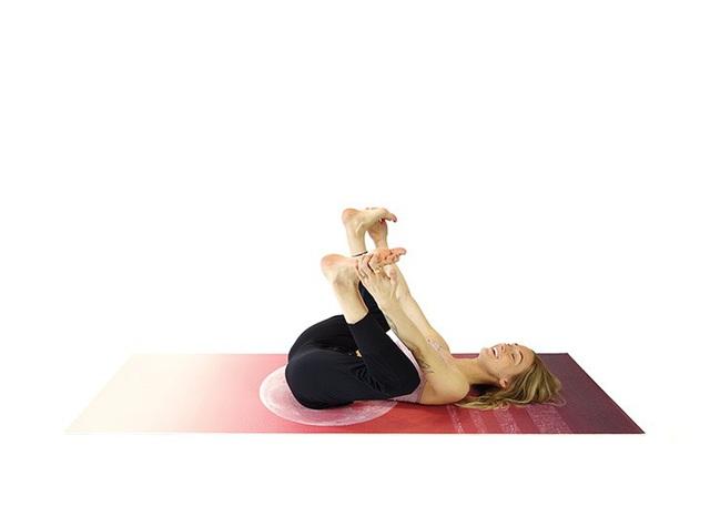 Không phải ngẫu nhiên mà 7 tư thế yoga này lại phổ biến đến độ ai mới tập cũng biết: Tập đơn giản mà hiệu quả lại không ngờ! - Ảnh 6.