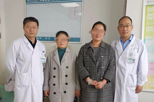 2 chị em ruột tự phát hiện ung thư vú nhờ 1 việc đơn giản, đến bác sĩ cũng phải khen ngợi và khuyên mọi người học theo - Ảnh 1.