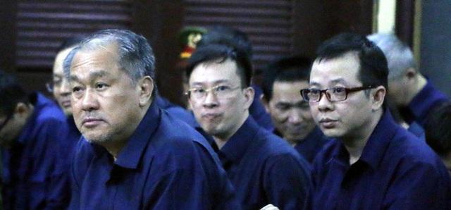 Triệu tập hàng loạt bị án đến phiên xử đại gia Hứa Thị Phấn - Ảnh 2.