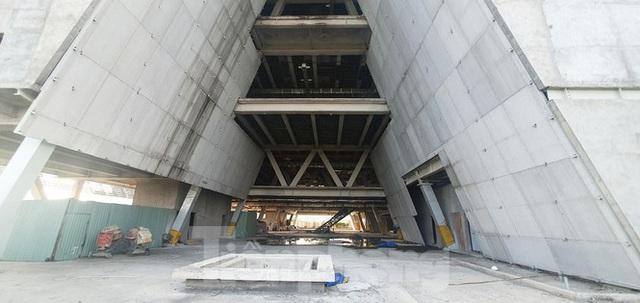 Cận cảnh tòa nhà triển lãm 800 tỷ xây dựng dang dở ở Thủ Thiêm - Ảnh 13.