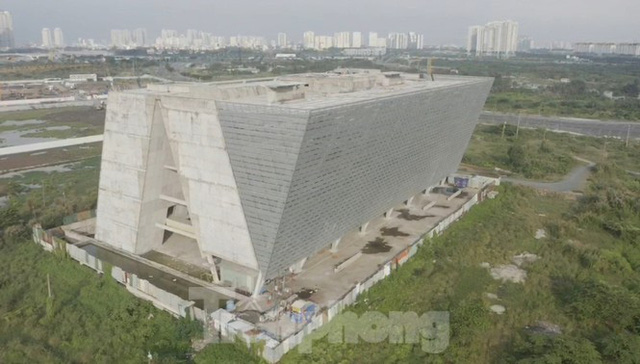 Cận cảnh tòa nhà triển lãm 800 tỷ xây dựng dang dở ở Thủ Thiêm - Ảnh 14.