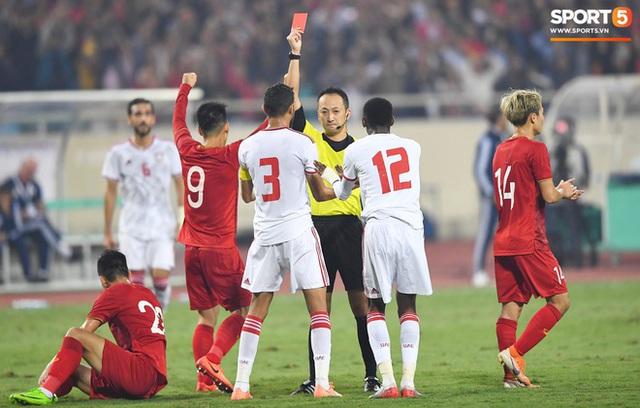 Chàng trai sáng nhất đêm nay của tuyển Việt Nam - Nguyễn Tiến Linh: Khiến đội bạn nhận thẻ đỏ, rồi ghi siêu phẩm đỉnh cao - Ảnh 4.