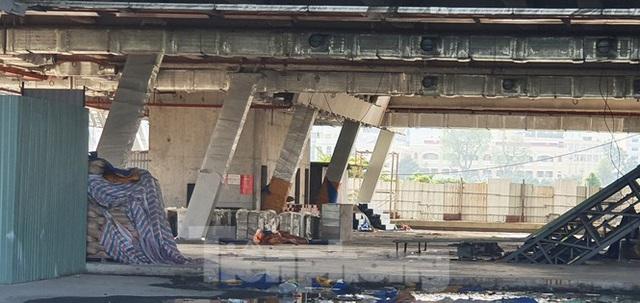 Cận cảnh tòa nhà triển lãm 800 tỷ xây dựng dang dở ở Thủ Thiêm - Ảnh 7.