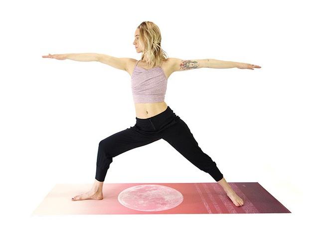Không phải ngẫu nhiên mà 7 tư thế yoga này lại phổ biến đến độ ai mới tập cũng biết: Tập đơn giản mà hiệu quả lại không ngờ! - Ảnh 3.
