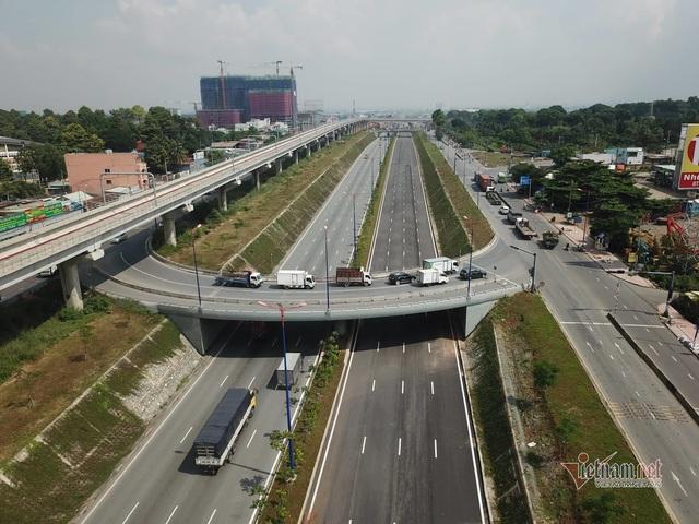 Kết quả bất ngờ chiều cao cầu bộ hành bị xe container kéo sập ở Sài Gòn - Ảnh 3.