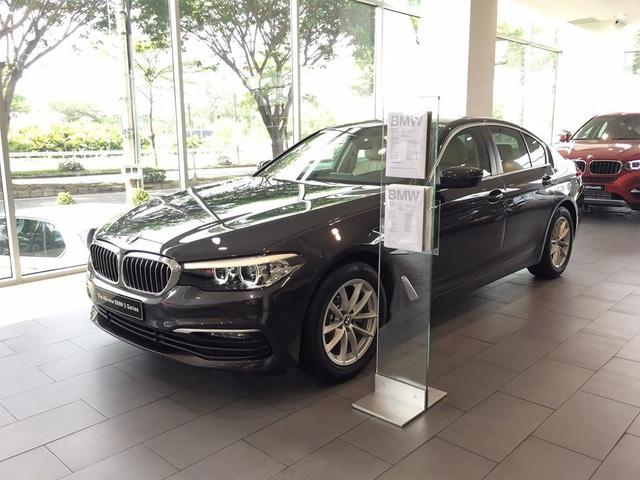 Xe sang Đức giảm giá kỷ lục, thị trường ô tô Việt chạm đáy mới - Ảnh 1.
