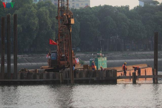 Cận cảnh xây hai cầu thấp qua hồ Linh Đàm giải toả ùn tắc cửa ngõ phía nam thành phố - Ảnh 11.