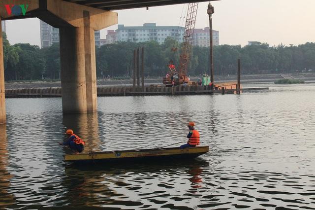 Cận cảnh xây hai cầu thấp qua hồ Linh Đàm giải toả ùn tắc cửa ngõ phía nam thành phố - Ảnh 12.