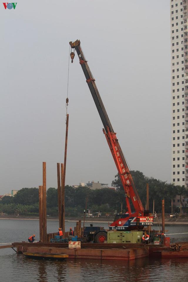 Cận cảnh xây hai cầu thấp qua hồ Linh Đàm giải toả ùn tắc cửa ngõ phía nam thành phố - Ảnh 6.
