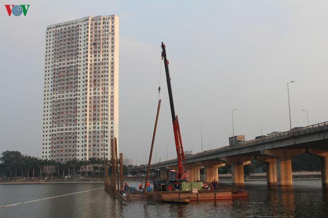 Cận cảnh xây hai cầu thấp qua hồ Linh Đàm giải toả ùn tắc cửa ngõ phía nam thành phố - Ảnh 7.