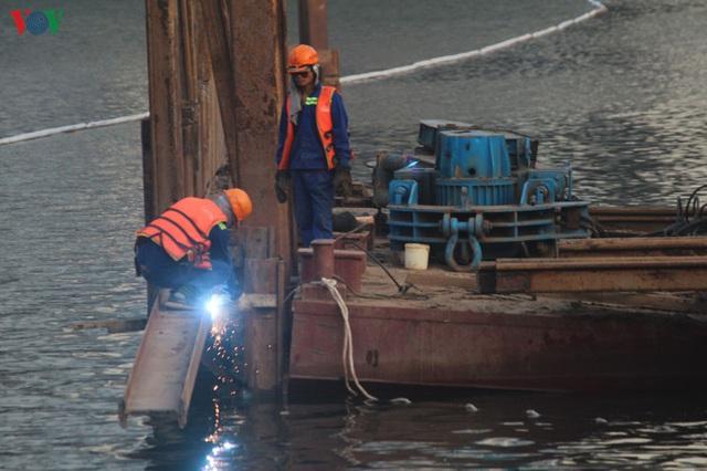 Cận cảnh xây hai cầu thấp qua hồ Linh Đàm giải toả ùn tắc cửa ngõ phía nam thành phố - Ảnh 9.