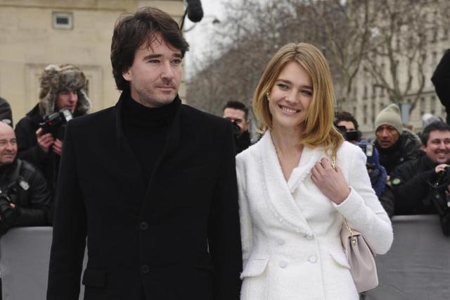 Chuyện cổ tích của cô gái bán hàng rong cưa đổ thái tử Louis Vuitton: Một tay nuôi mẹ và em gái khuyết tật, ly hôn xong lại hiên ngang làm dâu tỷ phú giàu nhất nước Pháp - Ảnh 5.