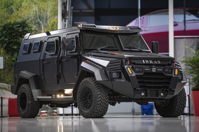 Choáng ngợp trước độ xịn xò của xe SUV bóc thép dành cho nhà giàu: Pháo đài di động với khả năng chống đạn tương đương xe của đội đặc nhiệm SWAT! - Ảnh 1.