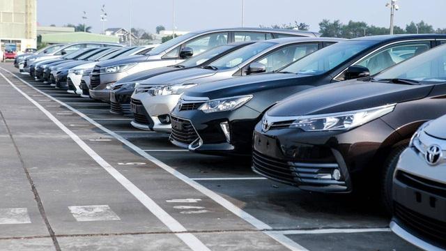 Tồn kho hàng chục ngàn xe, ô tô mùa Tết đại hạ giá - Ảnh 1.