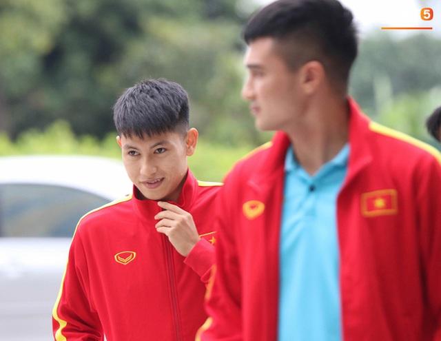 Tuyển thủ Việt Nam thảnh thơi trước trận đại chiến với Thái Lan: Người đi cafe thư giãn, người tranh thủ đi mua sắm  - Ảnh 3.