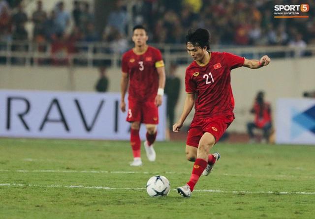 Bật mí chiêu đổi số áo gây sốt của tuyển Việt Nam trước giờ đấu Thái Lan - Ảnh 4.