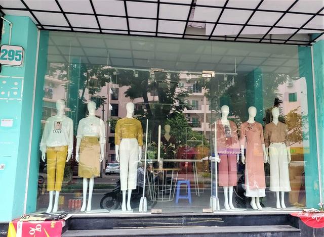 IFU đóng loạt cửa hàng giữa tâm bão âm thầm tráo nhãn mác quần áo - Ảnh 4.