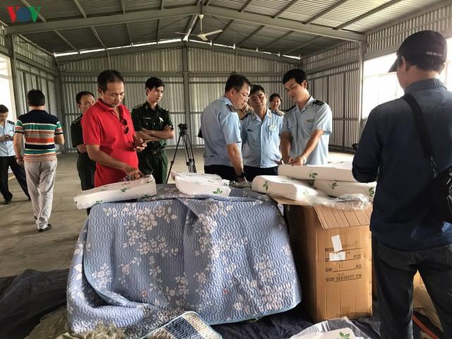 Phát hiện container chứa hơn 7 tấn hàng hóa Trung Quốc giả mạo xuất xứ Việt Nam - Ảnh 1.