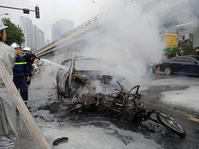 Xe sang Mercedes cháy rụi sau khi vượt đèn đỏ, một người chết - Ảnh 14.