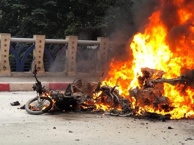 Xe sang Mercedes cháy rụi sau khi vượt đèn đỏ, một người chết - Ảnh 3.